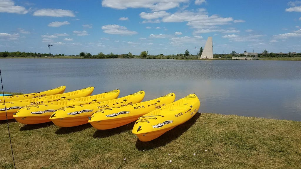 kayaks-at-sugar-land-tx-memorial-park