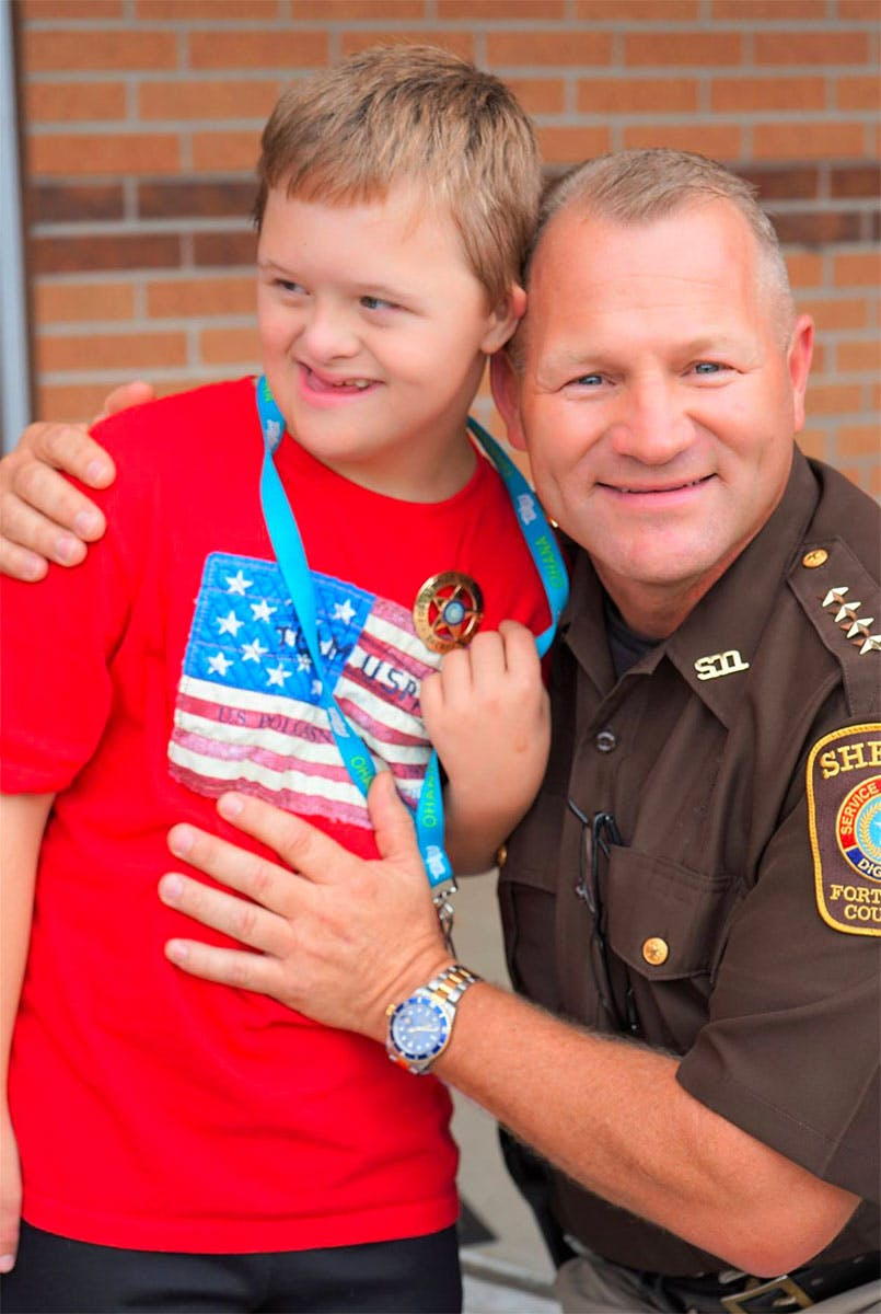fort-bend-sheriff-gives-badge-to-little-boy